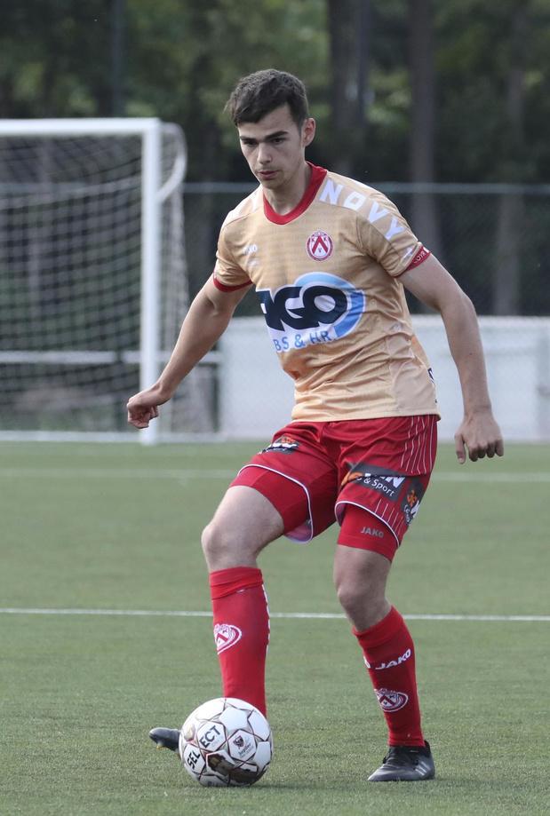 Gillis Verhelst wordt prof bij KV Kortrijk en wordt meteen uitgeleend aan KVK Westhoek