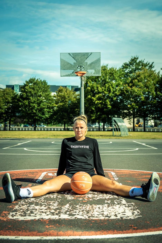 """Basketster Julie Vanloo: """"Heel diep gezeten toen de bondscoach me links liet liggen"""""""