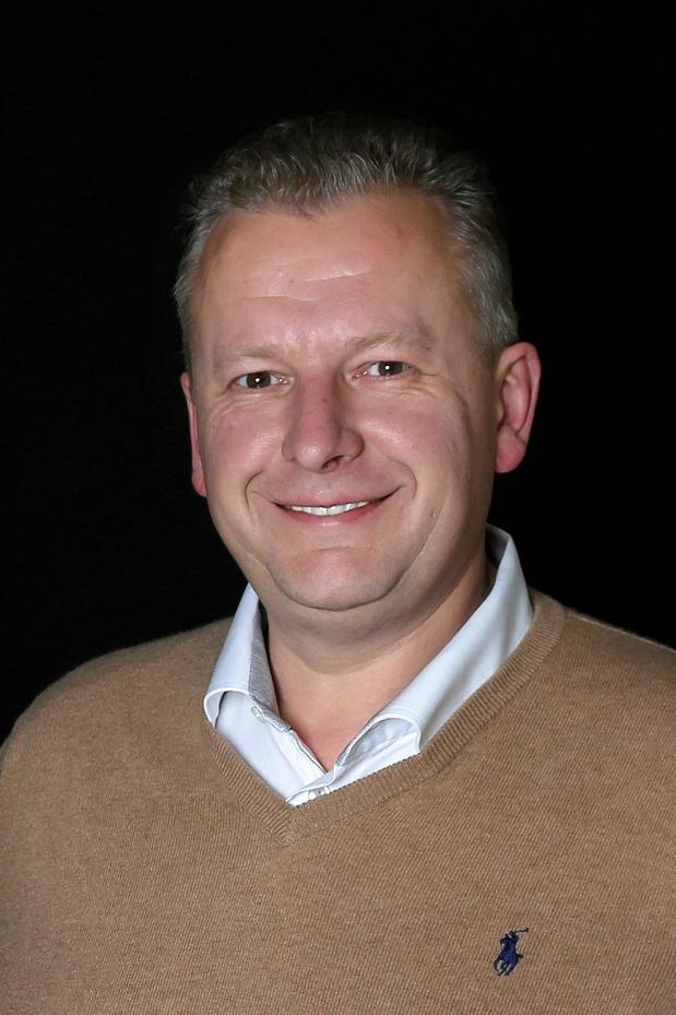 Marc Hauspie vervangt Serge Van Damme als gemeenteraadsvoorzitter in De Panne