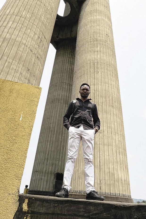Ces personnalités racontent leur confinement: Sinzo Aanza, la violence ultime du fantôme