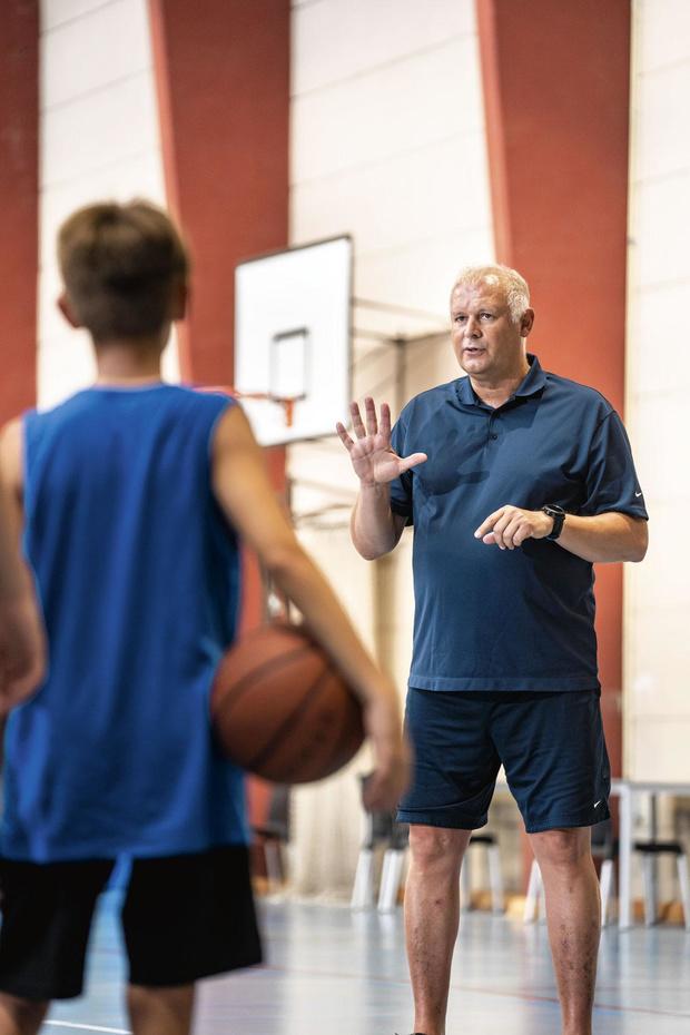 Jean-Claude Dooms est coach de basket