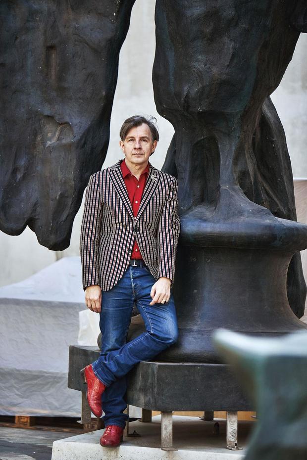 L'artiste belge hors normes Johan Creten nous dévoile son atelier
