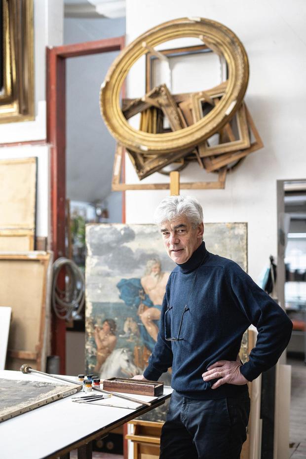 Etienne Van Vyve restaure des tableaux