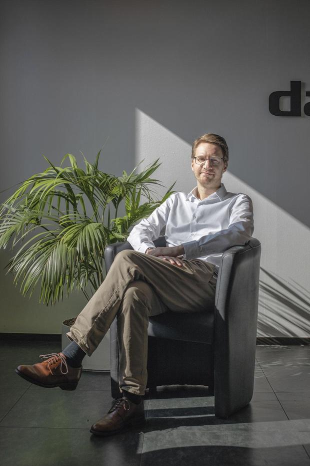 Apprendre à relativiser: les 100 conseils de Giles Daoust, un entrepreneur qui vit à 100 à l'heure (portrait)