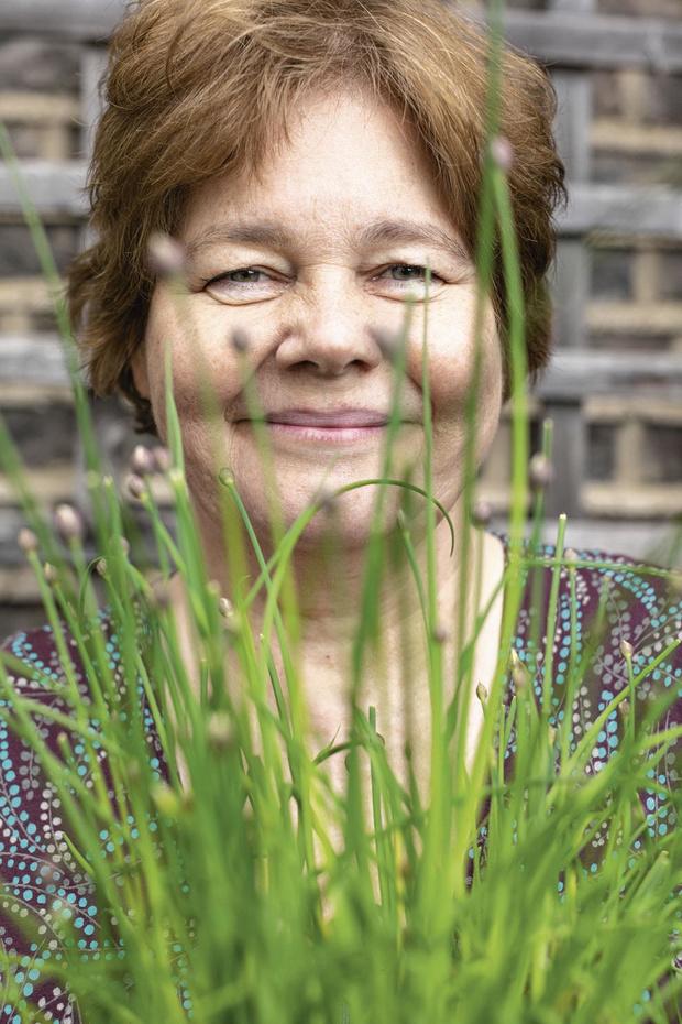 """L'auteure Carolyn Steel et le """"bon vivre"""" au 21e siècle : """"L'alimentation est trop bon marché"""""""