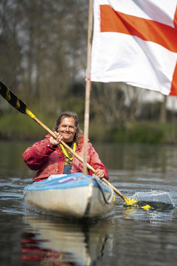 Marc Broché nettoie la Meuse en kayak