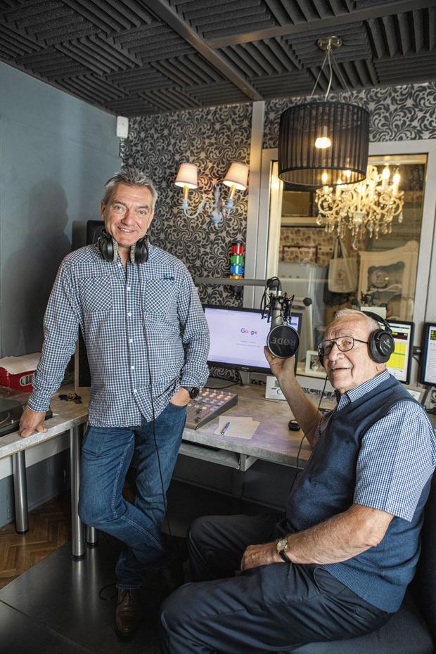 Rik en Danny zijn radio dj's