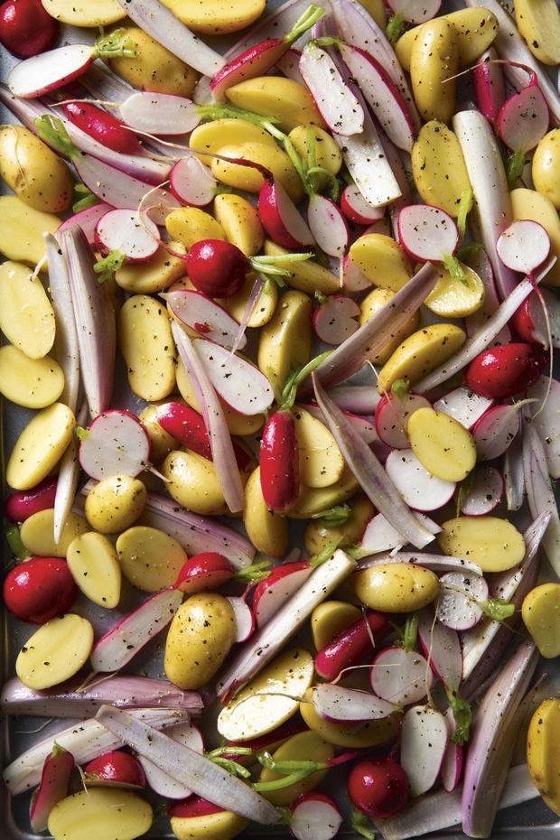 Venkelworst met aardappelen, radijsjes, Noilly Prat en gepekelde sjalot