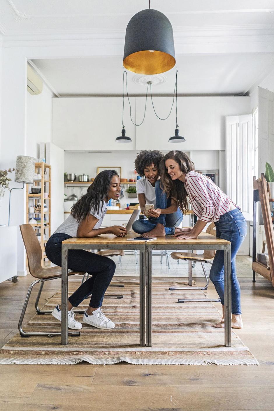 Toenemende interesse, maar geen wondermiddel: is samenhuizen iets voor u?