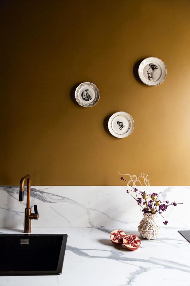 Le renouveau du cottagecore: quand des assiettes ornent nos murs