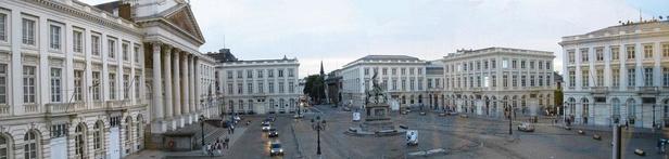 La place Royale, bientôt réaménagée: requiem pour un trottoir