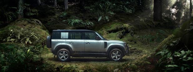 Le Defender en vedette sur le stand Land Rover du Salon