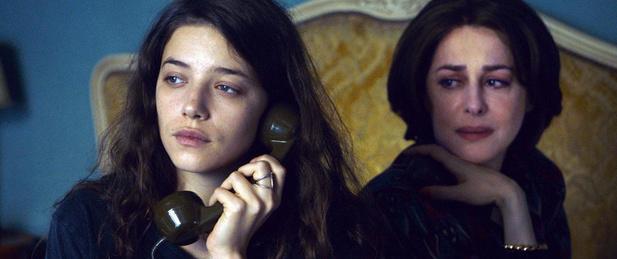 Rare comme Amira Casar: rencontre avec l'actrice qui brille d'un éclat singulier dans Cigare au miel