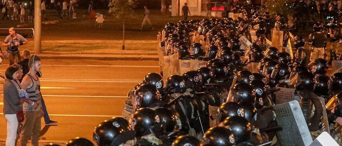 Veiligheidsdiensten waren in groten getale aanwezig in de Wit-Russische hoofdstad Minsk na de verkiezingen., Reuters