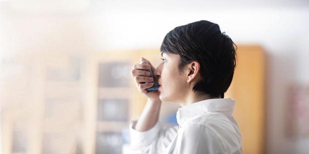 Traitement de l'asthme : corticostéroïdes inhalés pour tous et thérapie ciblée en cas d'asthme sévère