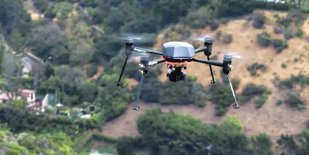 """Des drones """"pandémiques"""": la technologie, un outil fiable pour identifier les personnes atteintes du coronavirus ?"""