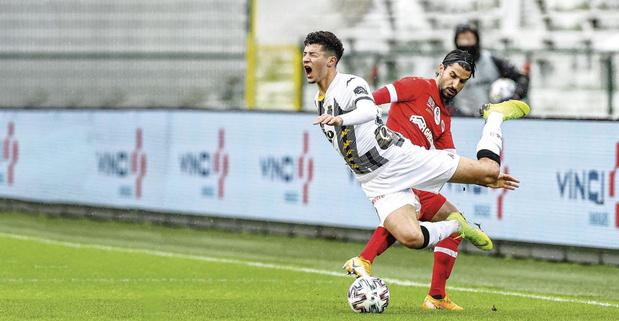 """Amine Benchaib, de la D1B à Charleroi: """"Pas facile d'être un numéro 10 à Charleroi"""""""