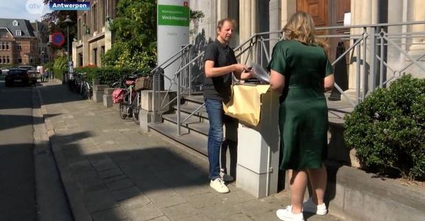 Drukkerij Zwartopwit schenkt gratis foto's aan woonzorgcentra