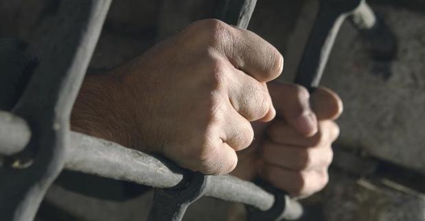 Bijtende automobiliste krijgt maand cel en boete