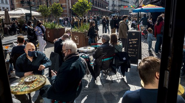Covid en Belgique: faut-il s'inquiéter de la hausse soudaine des contaminations ?