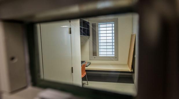 Prisons: les détenus auront bientôt le téléphone dans leur cellule