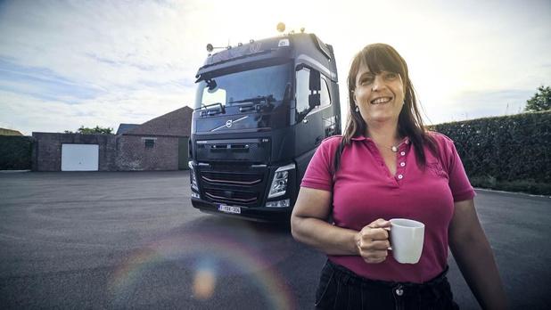 Edith Deseyne uit Lichtervelde een van de Lady Truckers op VTM 2