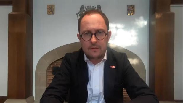 """Van Quickenborne richt zich tot Kortrijkzanen in videoboodschap: """"We gaan 'hotspots' sluiten"""""""