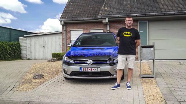 Batman Bruno toont zijn liefde voor superhelden bij Vanity Plates op tv