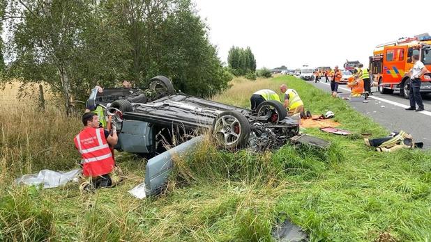 Vier inzittenden gekneld bij zwaar ongeval op E403