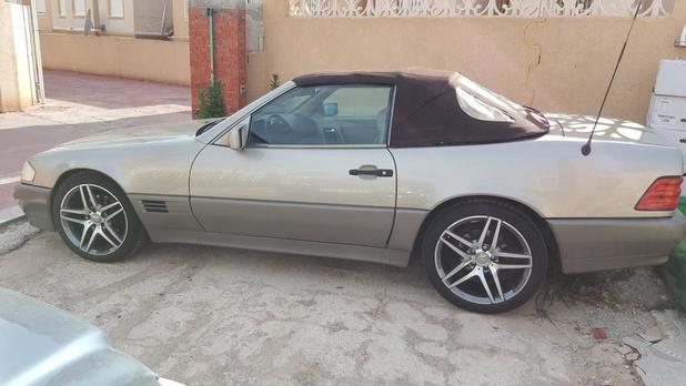 Inbrekers stelen 30 jaar oude Mercedes