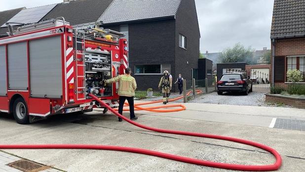 Tuinhuis brandt af in Welvaartstraat in Assebroek