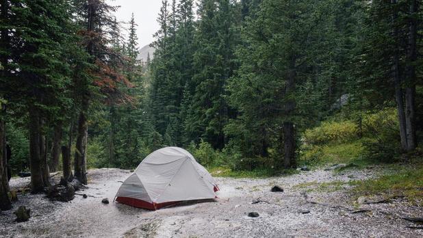 Les camps de survie ont le vent en poupe: un passionné raconte