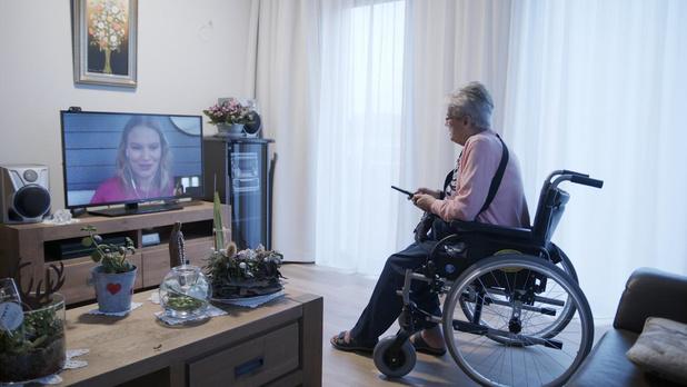 'Tellie' verbindt bewoners van wzc met hun familie via vertrouwde televisietoestel