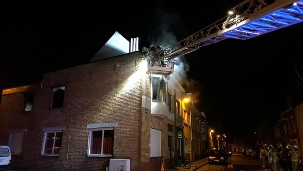 Bewoners met rookintoxicatie afgevoerd na woningbrand in Sint-Kruis