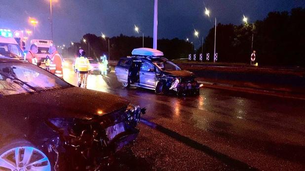 E40 in Brugge tijdlang volledig versperd door ongeval in Brugge