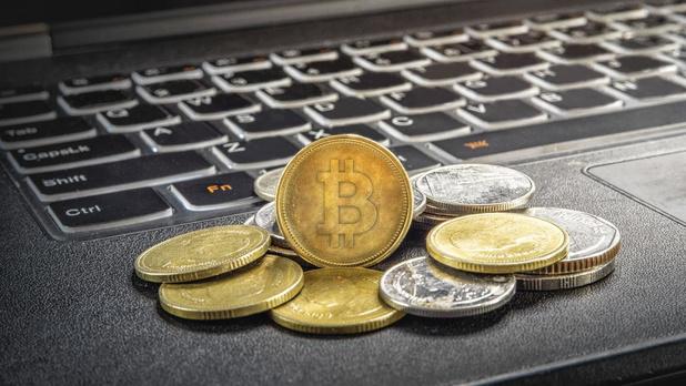 Le bitcoin 'diminue de moitié'