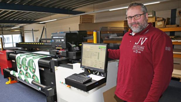 SchultenPrint investit dans une imprimante jet d'encre Anapurna LED hybride d'Agfa