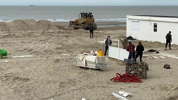 VIDEO Kustgemeenten starten met opbouw van strandbars in volle coronacrisis