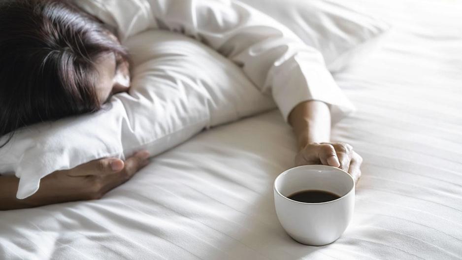 Wat doen cafeïne, alcohol en nicotine met je slaap?
