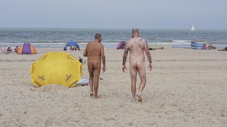 """Onze Man op het 'West-Vlaamse' naaktstrand in Groede: """"Hier denkt niemand in hokjes"""""""