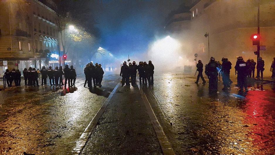 """""""On ne peut plus parler de force publique lorsqu'on voit ces policiers cagoulés qui font tout pour être anonymes"""""""