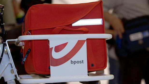 Voormalig postbode krijgt dertig maanden cel omdat hij bankkaarten onderschepte