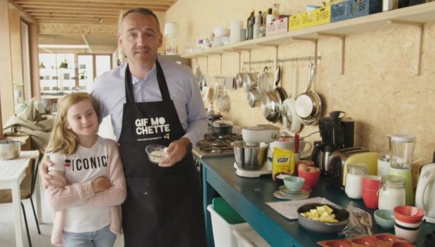 Xavier Taveirne bakt samen met petekind Julie