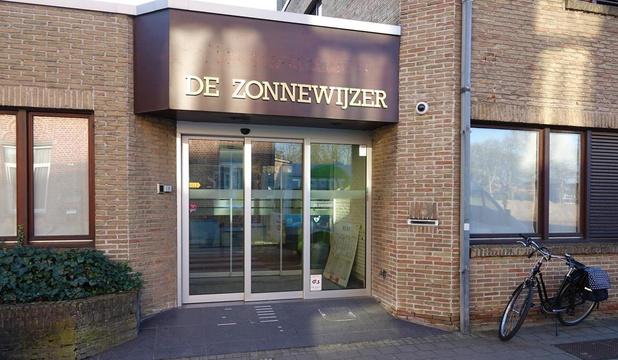 Telefoonlijnen wachtpost in Kortrijk overbelast door mensen met informatieve vragen