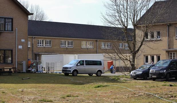 Containers geplaatst in asielcentrum Koksijde als extra veiligheidsmaatregel