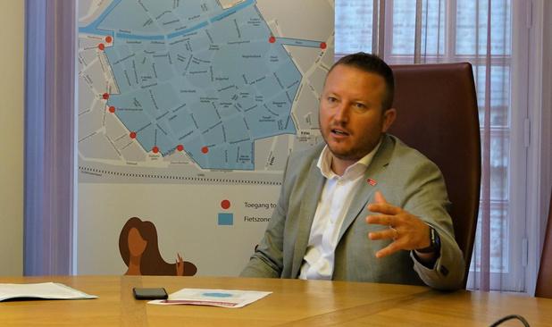 Kortrijkse schepen Axel Weydts dient klacht in tegen Vlaams Belang