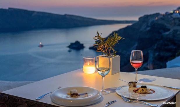 Aan tafel in Santorini, Rhodos en Volos