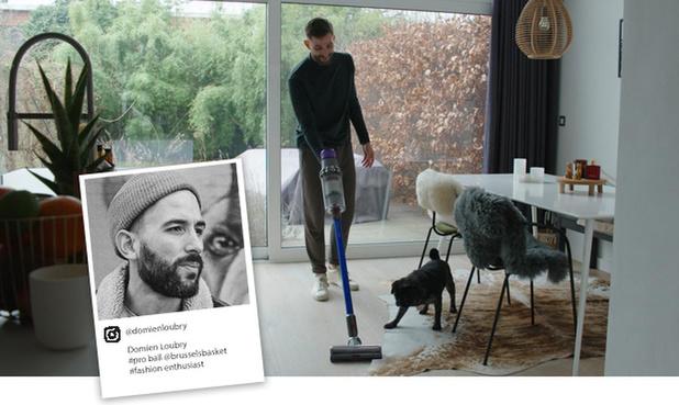 Seul un homme sur trois participe chaque jour au ménage, mais le basketteur professionnel Domien Loubry n'a pas peur de l'aspirateur !