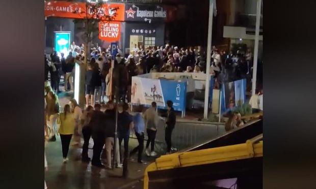 Uitgaansbuurt in Knokke-Heist ontruimd na overlast door rondhangende feestvierders