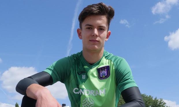 16-jarige Zwevegemnaar tekent profcontract bij RSC Anderlecht